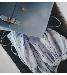 Torba i ljetna plava haljina