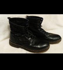 Crne čizme like Dr. Martens
