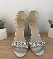 Srebrne cipele na visoku petu