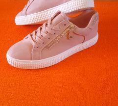 Prljavo roza tenisice