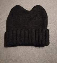 Crna kapa s rogovima