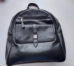 Mali crni ruksak