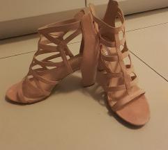 Puderaste sandale