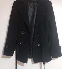 Crni strukirani kaput