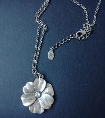 Srebrena ogrlica sa privjeskom- cvijet