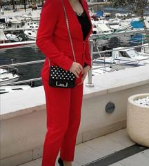 Crveno odijelo i kaput