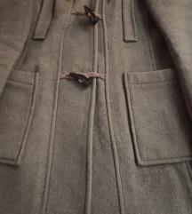 Sivi kaput s kapuljačom