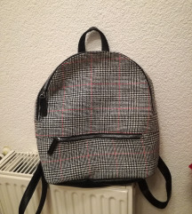 Novi ruksak s etiketom