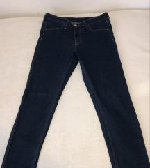 Tamni jeans traperice