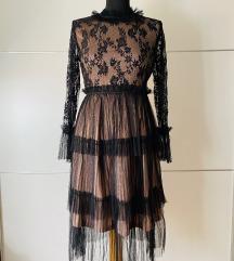 Crna haljina s tilom i čipkom
