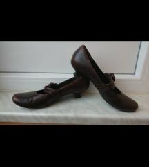 Ženske smeđe cipele na malu petu br. 38