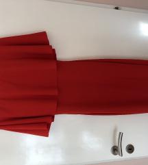 Predivna crvena haljina otvorenih ramena