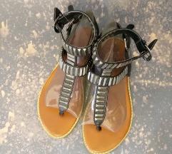 Sandale sa zakovicama