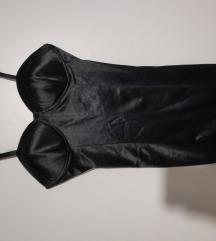 crna haljina na ramenice korzet like