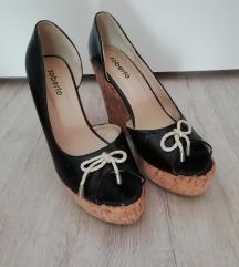 Nove lakirane sandale (br. 41)
