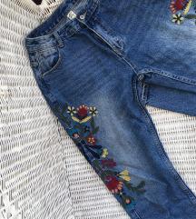 Izvezene cvjetne traperice
