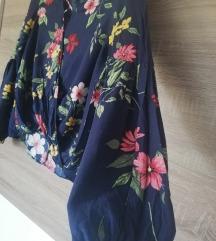 Bershka cvjetna bluza