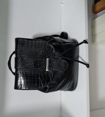 Ruksak torba crni samo 80kn 🙂