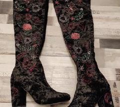 Baršunaste čizme iznad koljena