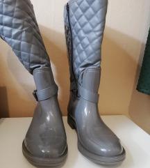 Sive gumene čizme