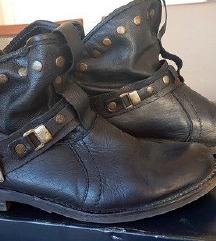 Buffalo cizme 39
