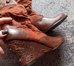 Nove čizme/kaubojke