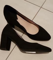 HM nove crne cipele na petu
