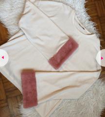 Zara pulover s krznom na rukavima
