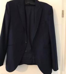 Muško odijelo tamno plave boje