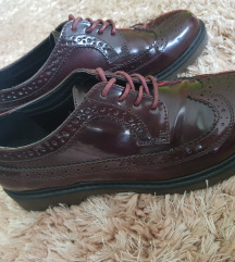 Lakirane niske cipele