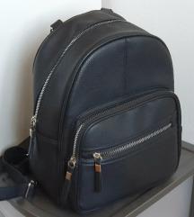 🤗Primark crni ruksak sa srebrnim detaljima🤗