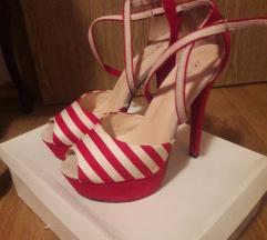 Crvene sandale na pruge