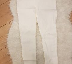 Bijele capri hlače
