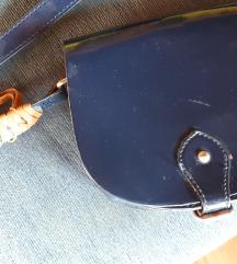 Mala lakirana kozna torbica