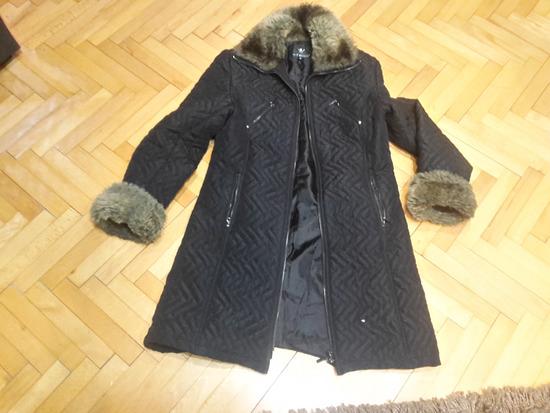 crna duža jakna vel m