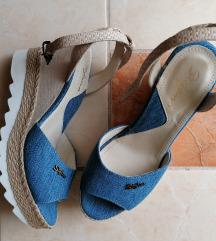 Nove traper sandale