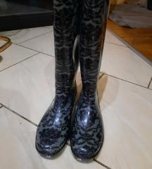 Nove gumene čizme