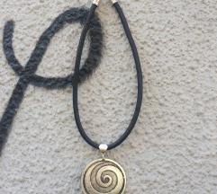 Kožna ogrlica spirala