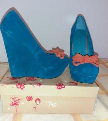 Plave cipele na punu petu