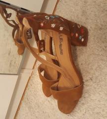 Sandale sa cjeticima