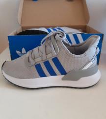 NOVE  Adidas U parth run tenisice
