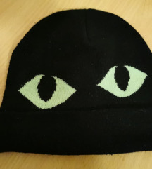 Crna zimska kapa s zelenim mačjim očima