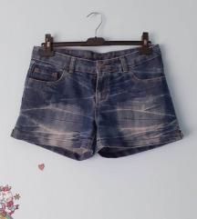 Kratke hlače 15 kn