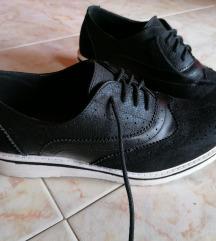 Crne niske cipele (oxfordice) sa bijelim džonom