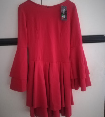 Crvena haljina s volanima