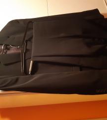 Muško odijelo crne boje