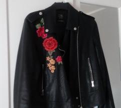 Crna jakna na patent