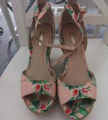 Guess cvjetne sandale na punu petu💗