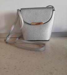 Nova srebrna MASS torba sa dugim remenom