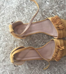 Zute blok sandale